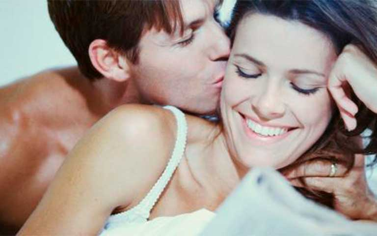 Significado de beso en la oreja