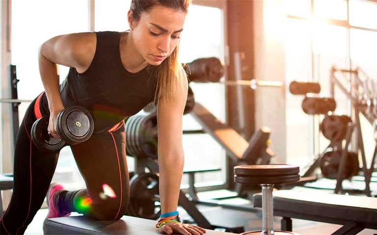 Levantar pesas ensanchará tu cuerpo