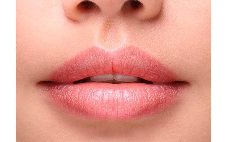 Labios con arco de cupido pronunciado